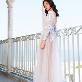 שמלת כלה עם גב V
