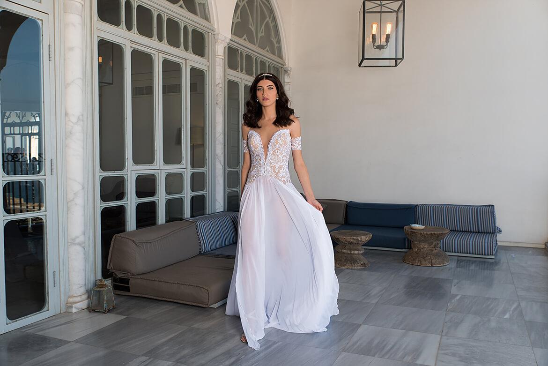 שמלת כלה חרוזים לבנה בעלת שסע