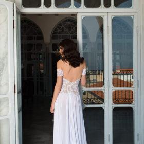 שמלת כלה לבנה עם גב פתוח