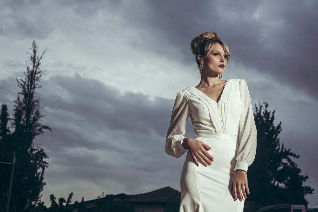 שמלת כלה נוחה בצבע שמנת עם מחשוף מקדימה