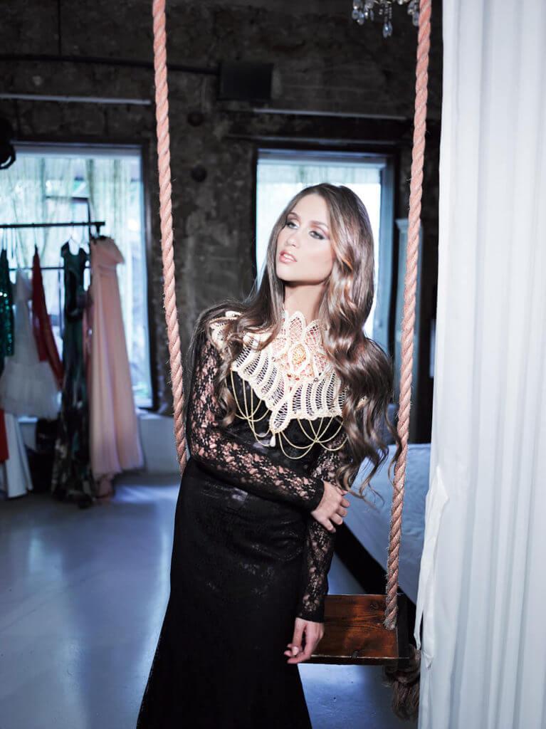 שמלת ערב שחורה וצנועה - עיצוב שמלות ערב בהתאמה אישית